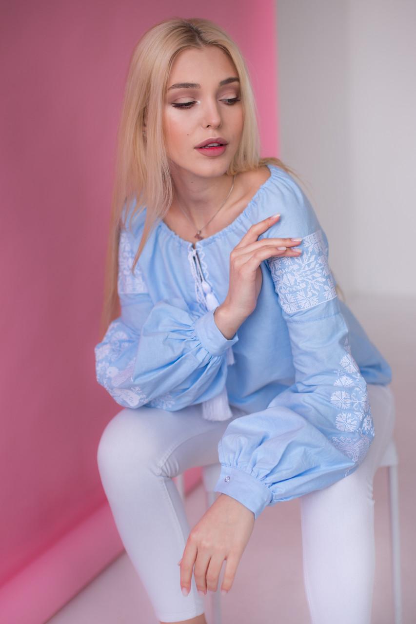 Жіноча вишиванка з білою вишивкою Голуби