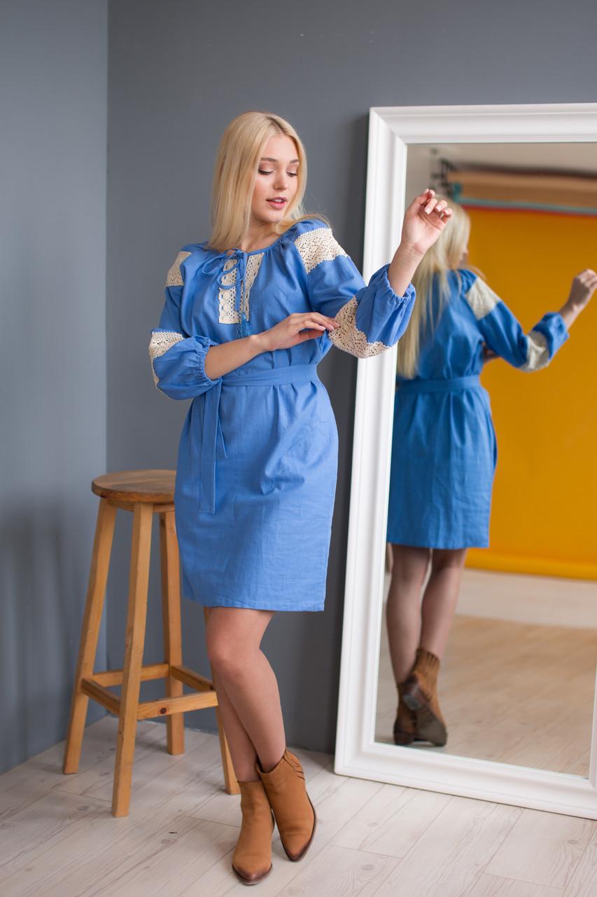 Жіноча сукня вишиванка блакитна з мереживом