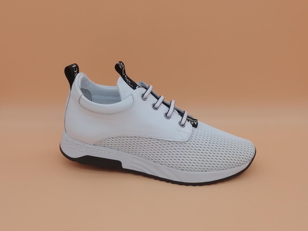 Белые кожаные кроссовки с перфорацией. Турция. Большие размеры ( 40 - 42 ).