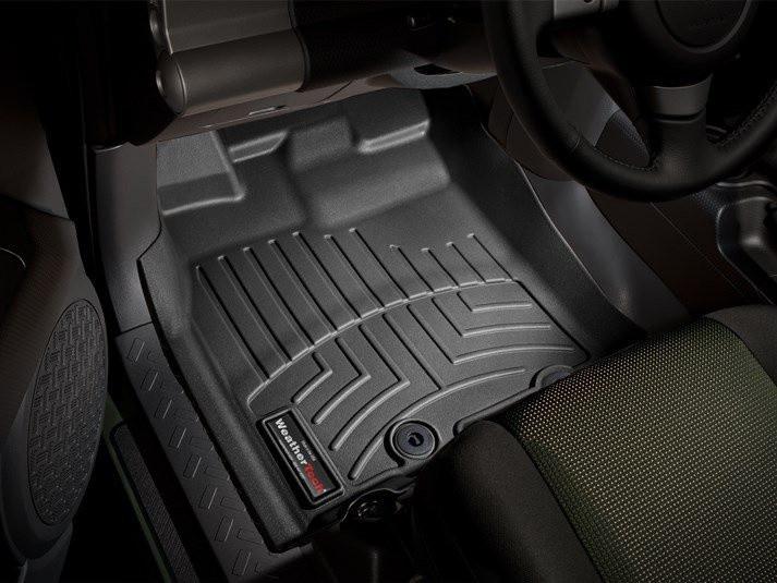 Ковры резиновые WeatherTech Toyota FJ Cruiser 2011+ автомат КПП передние черные ( клипсы)