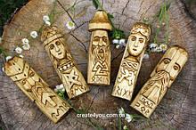 Статуетки скандинавських богів Одін, Фреєя, Тор, Фрігг та Тір. Дерев'яний вівтар зі скандинавських богів