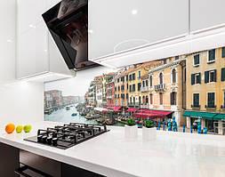 Кухонный фартук Улицы Венеции (виниловая самоклеющаяся пленка для кухни, скинали) город, бежевый, 600*3000 мм