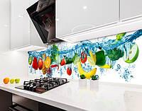 Кухонный фартук Яркие фрукты в голубой воде (виниловая самоклеющаяся пленка для кухни, скинали) голубой, 600*3000 мм