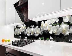 Кухонный фартук Белые орхидеи на черном фоне (виниловая самоклеющаяся пленка для кухни, скинали) ветки орхидей, 600*3000 мм