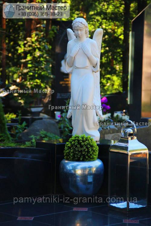 Скульптура ангела з мармуру № 55