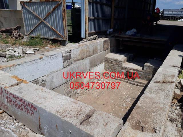 Фундамент приямочного типа для добавочной 6 метровой платформы. Выполнен из фундаментных блоков. Опорные тумбы залиты бетоном М350 с армировкой.