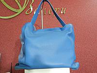 Вместительная сумка-шоппер женская из натуральной кожи, ярко синего цвета, с косметичкой в комплекте