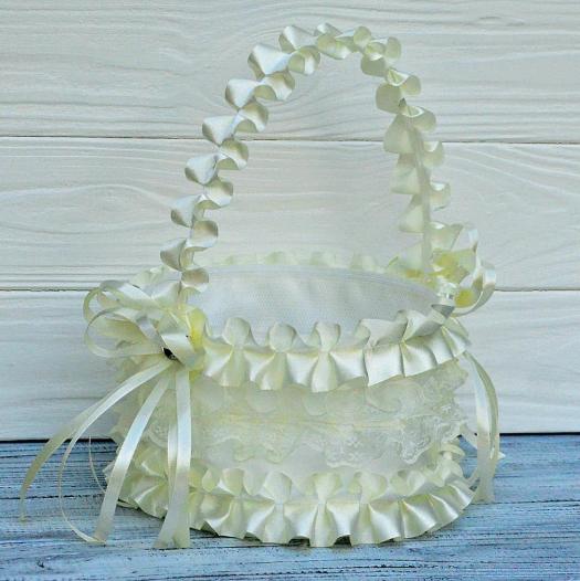 Свадебная корзинка для лепестков кремовая