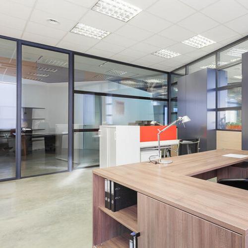 Офисные перегородки из стекла и алюминия