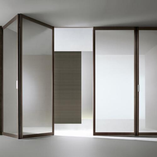Интерьерные раздвижные системы и перегородки из алюминия и стекла