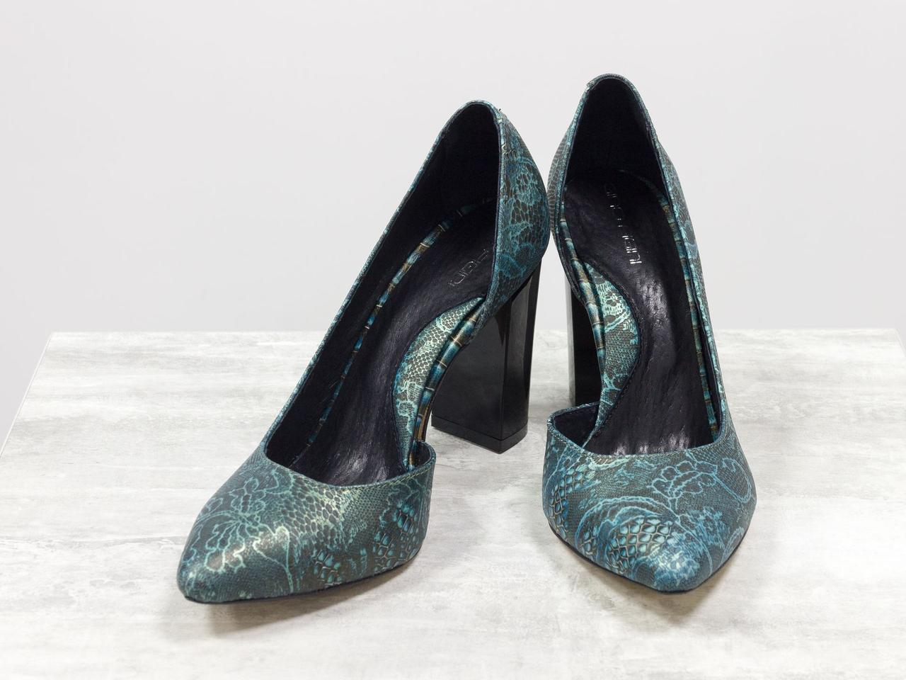 Эксклюзивные туфли из натуральной кожи бирюзового цвета с кружевным рисунком