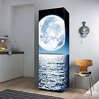 """Виниловая наклейка на холодильник """"Море и луна""""."""
