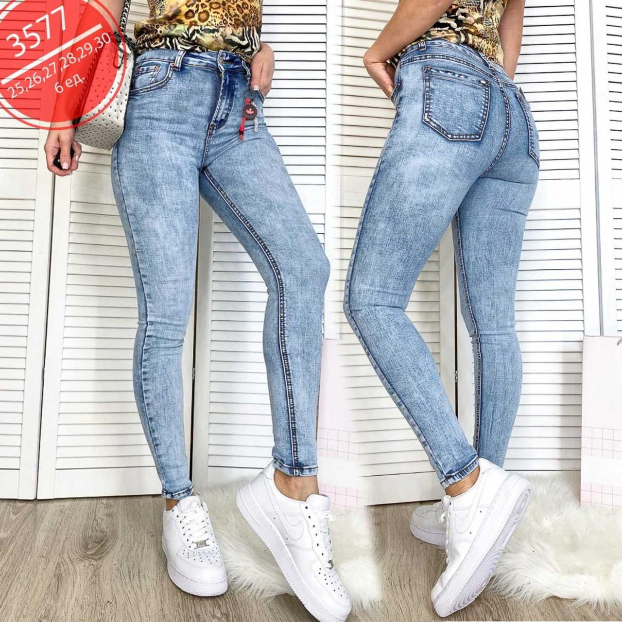 Стильные весенние джинсы с завышенной посадкой