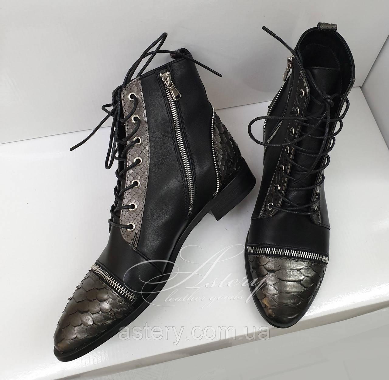 Кожаные ботинки на шнуровке с питоном и замками на носке