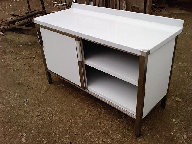 Столы производственные шкафные с дверцами-купэ и двумя полками