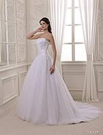 Нарядное свадебное платье с открытыми плечами и шлейфом