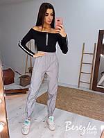 Женский комплект светоотражающие штаны джоггеры и черное боди с открытыми плечами tez6605877Q, фото 1