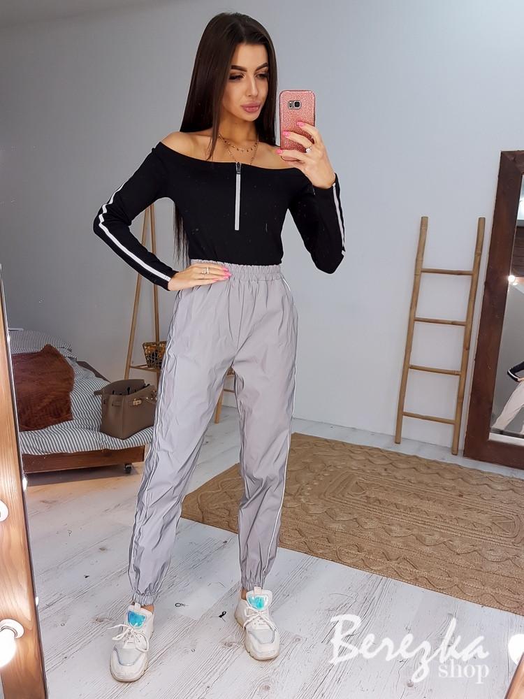 Женский комплект светоотражающие штаны джоггеры и черное боди с открытыми плечами tez6605877Q