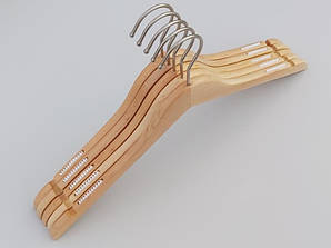 Плечики длиной 44 см. Алюминиевый крючок. Деревянные светлые, 5 штук в упаковке