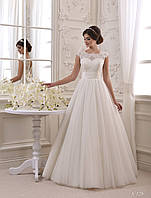 Роскошное свадебное платье с красивым декольте на спине, украшенное милым бантом