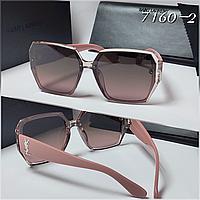 Женские солнцезащитные очки коричневые дужки  пудра