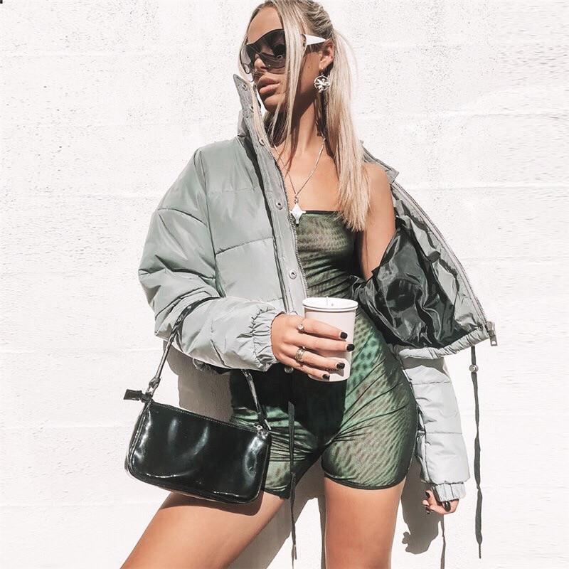 Женская короткая светоотражающая куртка на молнии с воротником - стойкой tez6501165