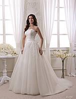 Превосходное свадебное платье с открытым верхом и шикарно расшитым корсетом