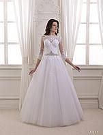 Великолепное свадебное платье с изящным, ажурным верхом и привлекательным вырезом на спинке