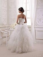Восхитительное свадебное платье с красивым, как лебединый пух, низом и богатим корсетом
