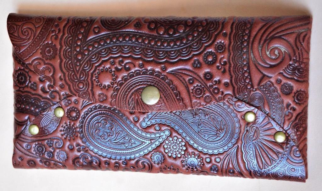 Кожаный кошелек-конверт Узор огурцы коричнивые ( купюрник, чехол для смартфона, очешник, картхолдер, визитница