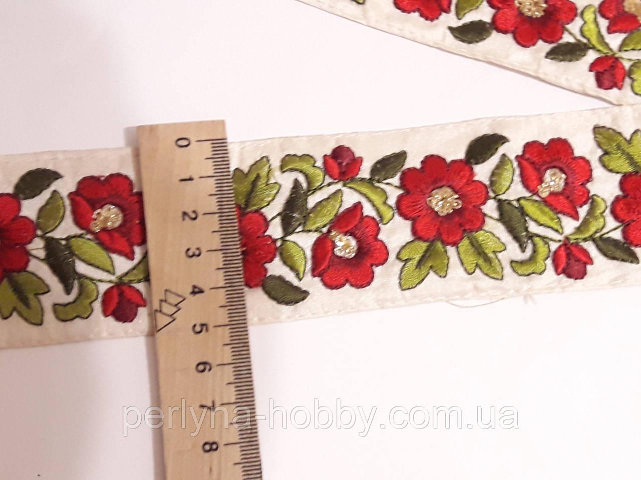"""Тесьма  с орнаментом з вишитим орнаментом   """" Червоні квіти на молочному"""" 5см. з люрекс.  Ціна за 1 метр"""