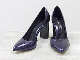 Эксклюзивные туфли из натуральной блестящей кожи темно-синего цвета.