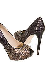 Женские туфли в с стеклярусеGuess