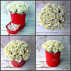 Букет з білих мильних троянд та цукерками Раффаелло. Букет із мила. Подарунок на День народження, ювілей