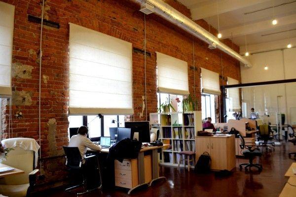 Римская штора однотонная в офис система классик