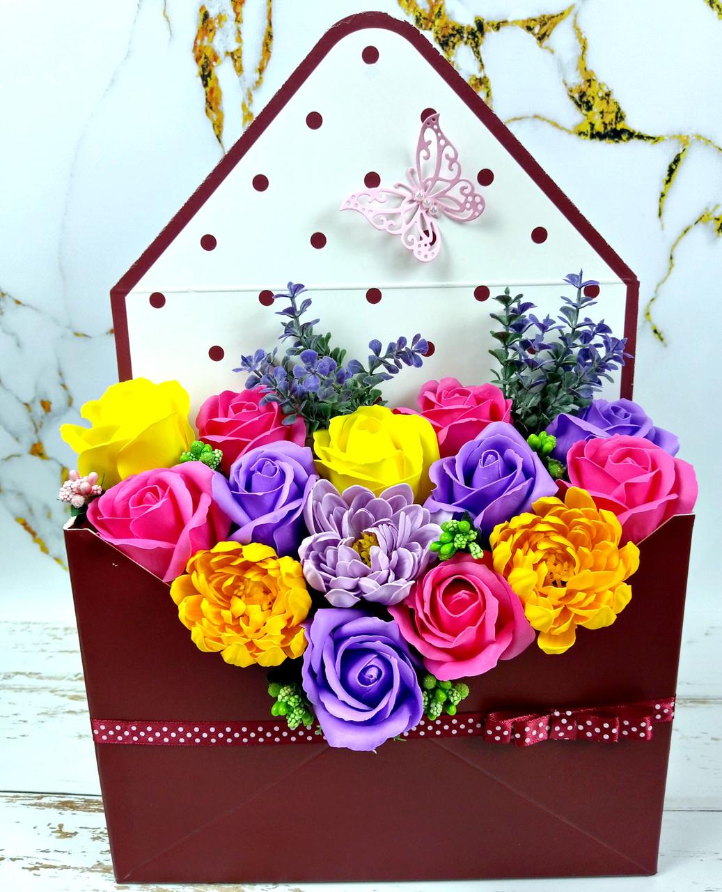 Букет в конверті з мильних троянд і хризантем. Букет із мила. Подарунок мамі, вчительці, подрузі, дружині