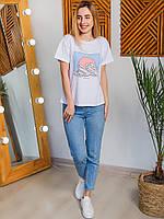 Практичная белая футболка с красивым рисунком