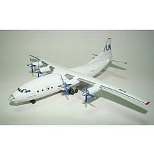 Модель самолёта АН-12 ООН