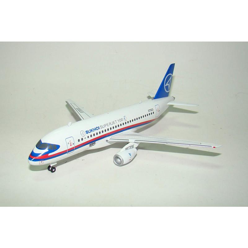 Модель літака Сухий SSJ
