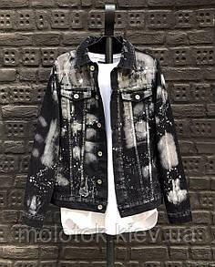 Мужская джинсовая куртка темно черная в пятнаях
