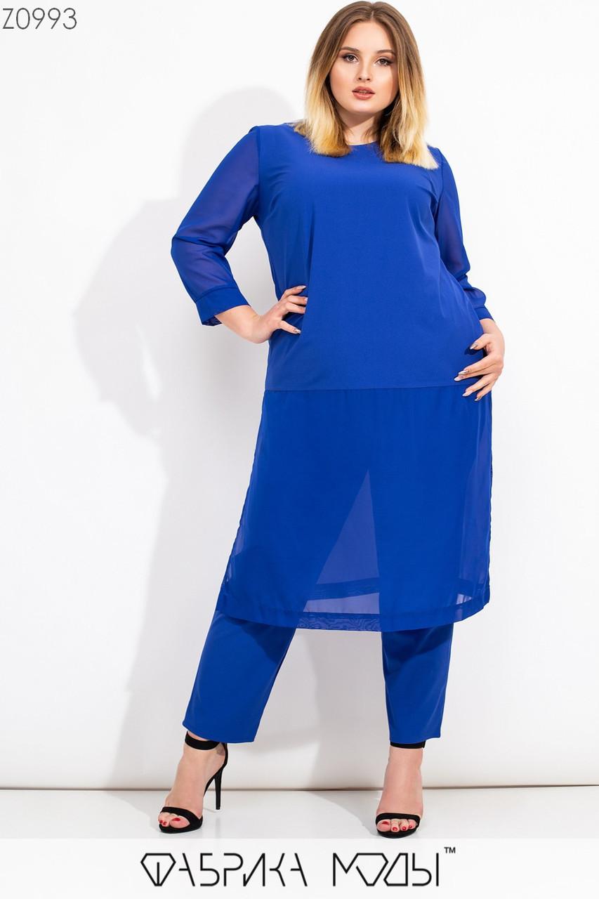 Женский брючный костюм батальных размеров с удлиненной туникой и вставками сетки tez115565