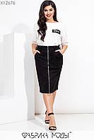 Юбочный женский костюм батальных размеров с замшевой юбкой на молнии спереди и белой футболкой tez115599, фото 1