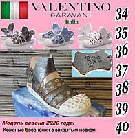 Женские кожаные босоножки Valentino. Сандалии с закрытым носком.