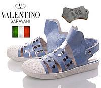 Женские кожаные босоножки Valentino. Сандалии с закрытым носком. голубой