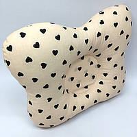 Подушка ортопедическая типа бабочка для новорожденных Sindbaby из ткани Сердечки (01-ПО-19)