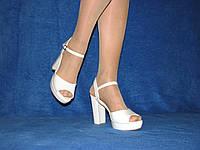 Белые нарядные босоножки на высоком каблуке открытые пятка и носок размер 39