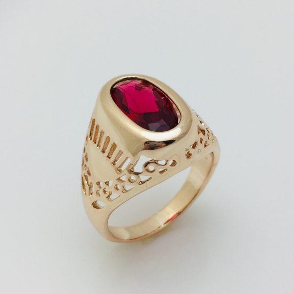 Кольцо с рубиновым камнем, размер 18