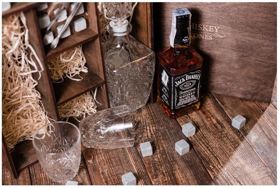 Подарочная коробка для виски с камнями для виски, стаканами и декантером Bormioli Rocco Dedalo