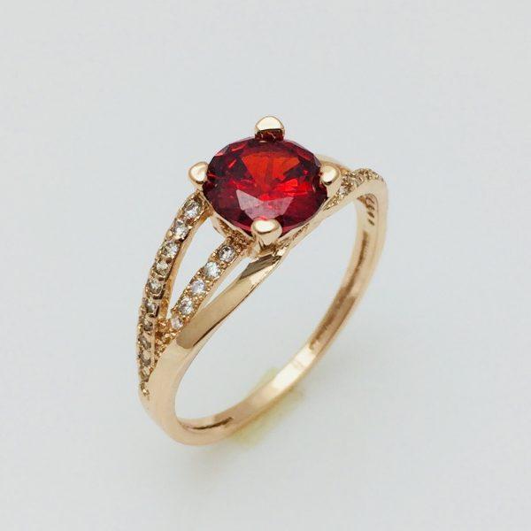 Кольцо с красным камнем, размер 17