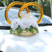 Кольца на свадебный автомобиль с белыми цветами (125)